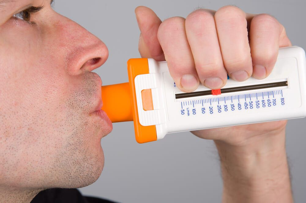 male utilizing asthma reader